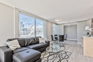 """Photo 4: 903 565 SMITHE Street in Vancouver: Downtown VW Condo for sale in """"VITA AT SYMPHONY PLACE"""" (Vancouver West)  : MLS®# R2503955"""