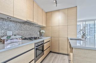 """Photo 2: 903 565 SMITHE Street in Vancouver: Downtown VW Condo for sale in """"VITA AT SYMPHONY PLACE"""" (Vancouver West)  : MLS®# R2503955"""