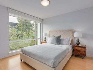 "Photo 11: 306 1635 W 3RD Avenue in Vancouver: False Creek Condo for sale in ""Lumen"" (Vancouver West)  : MLS®# R2404854"