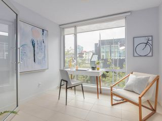 "Photo 10: 306 1635 W 3RD Avenue in Vancouver: False Creek Condo for sale in ""Lumen"" (Vancouver West)  : MLS®# R2404854"