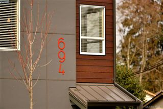 Photo 1: 105 694 Hoylake Avenue in VICTORIA: La Thetis Heights Row/Townhouse for sale (Langford)  : MLS®# 415832
