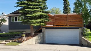 Photo 2: 1019 CANTABRIAN Drive SW in Calgary: Canyon Meadows Detached for sale : MLS®# C4301708