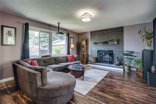 Photo 3: 1019 CANTABRIAN Drive SW in Calgary: Canyon Meadows Detached for sale : MLS®# C4301708