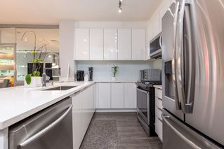 """Photo 8: 105 1152 WINDSOR Mews in Coquitlam: New Horizons Condo for sale in """"PARKER HOUSE AT WINDSOR GATE"""" : MLS®# R2469460"""