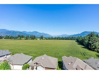 "Photo 1: 30 47470 CHARTWELL Drive in Chilliwack: Little Mountain House for sale in ""Grandview Ridge Estates"" : MLS®# R2520387"