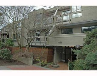 """Photo 1: 105 1299 W 7TH Avenue in Vancouver: Fairview VW Condo for sale in """"MARBELLA"""" (Vancouver West)  : MLS®# V798852"""