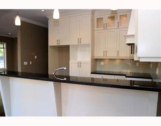 "Photo 2: 390 55TH Street in Tsawwassen: Pebble Hill House 1/2 Duplex for sale in ""PEBBLE HILL"" : MLS®# V807633"