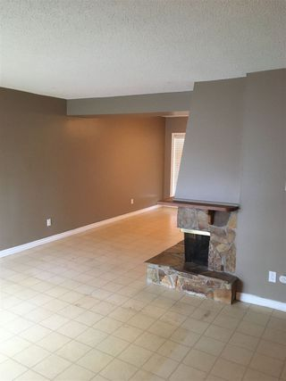 Photo 3: 60 2020 105 Street in Edmonton: Zone 16 Townhouse for sale : MLS®# E4188925