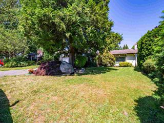 Photo 2: 5077 ERIN WAY in Tsawwassen: Pebble Hill House for sale : MLS®# R2472914