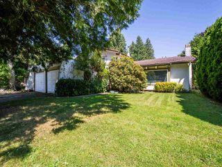 Photo 1: 5077 ERIN WAY in Tsawwassen: Pebble Hill House for sale : MLS®# R2472914