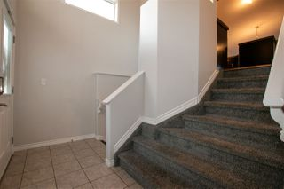 Photo 2: 4024 164 Avenue in Edmonton: Zone 03 House for sale : MLS®# E4210718