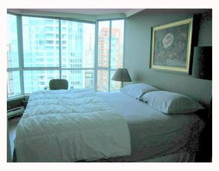"""Photo 4: 1804 1500 HOWE Street in Vancouver: False Creek North Condo for sale in """"DISCOVERY"""" (Vancouver West)  : MLS®# V788332"""