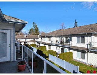 "Photo 10: 19 21579 88B Avenue in Langley: Walnut Grove Townhouse for sale in ""CARRIAGE PARK"" : MLS®# F2904607"