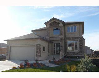 Photo 1: 30 KITTIWAKE Place in Winnipeg: Residential for sale : MLS®# 2912888