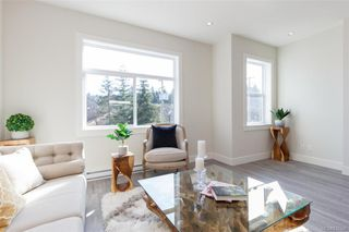Photo 2: 601 Selwyn Close in Langford: La Thetis Heights Row/Townhouse for sale : MLS®# 835346
