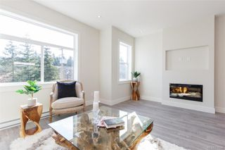 Photo 1: 601 Selwyn Close in Langford: La Thetis Heights Row/Townhouse for sale : MLS®# 835346