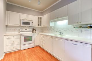 """Photo 8: 202 20897 57 Avenue in Langley: Langley City Condo for sale in """"Arbour Lane"""" : MLS®# R2490490"""