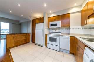 "Photo 4: 504 2187 BELLEVUE Avenue in West Vancouver: Dundarave Condo for sale in ""SUFFSIDE TOWERS"" : MLS®# R2518277"