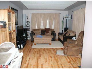 "Photo 2: 19 24330 FRASER Highway in Langley: Otter District Manufactured Home for sale in ""LANGLEY GROVE ESTATES"" : MLS®# F1105758"