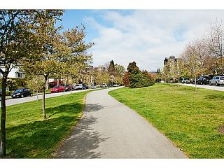 "Photo 3: 657 ST ANDREWS Avenue in North Vancouver: Lower Lonsdale Townhouse for sale in ""CHARLTON COURT"" : MLS®# V1066090"