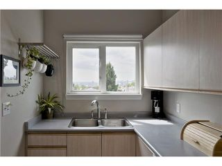 "Photo 9: 406 1623 E 2ND Avenue in Vancouver: Grandview VE Condo for sale in ""GRANDVIEW MANOR"" (Vancouver East)  : MLS®# V1066564"