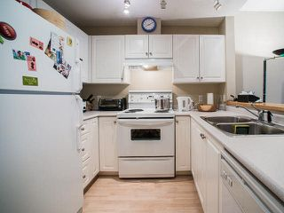 """Photo 9: 308 3038 E KENT AVE SOUTH Avenue in Vancouver: Fraserview VE Condo for sale in """"SOUTHHAMPTON"""" (Vancouver East)  : MLS®# V1116708"""