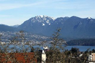 Photo 3: 3950 W 11TH Avenue in Vancouver: Point Grey House for sale (Vancouver West)  : MLS®# R2032690