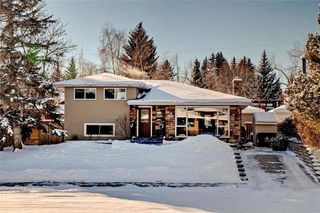 Photo 1: 79 WOODLARK Drive SW in Calgary: Wildwood House for sale : MLS®# C4093844