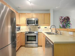 "Photo 6: 112 2628 YEW Street in Vancouver: Kitsilano Condo for sale in ""Connaught Place"" (Vancouver West)  : MLS®# R2171360"