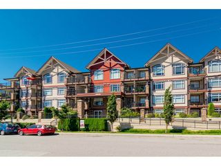 """Main Photo: 102 19939 55A Avenue in Langley: Langley City Condo for sale in """"Madison Crossing"""" : MLS®# R2192400"""
