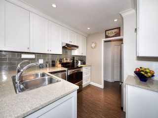 """Photo 3: 13 9168 FLEETWOOD Way in Surrey: Fleetwood Tynehead Townhouse for sale in """"THE FOUNTAINS 2"""" : MLS®# R2194406"""
