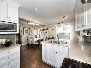 """Photo 4: 13 9168 FLEETWOOD Way in Surrey: Fleetwood Tynehead Townhouse for sale in """"THE FOUNTAINS 2"""" : MLS®# R2194406"""