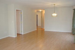 Photo 2: 212 16031 82 AVENUE in Surrey: Fleetwood Tynehead Townhouse for sale : MLS®# R2197263