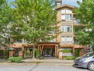 Main Photo: 106 2601 WHITELEY COURT in North Vancouver: Lynn Valley Condo for sale : MLS®# R2186381