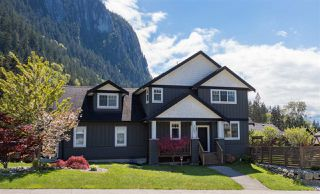 "Photo 1: 1007 BALSAM Place in Squamish: Valleycliffe House for sale in ""RAVENS PLATEAU"" : MLS®# R2232949"
