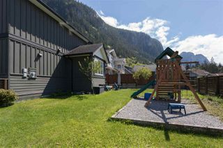 "Photo 18: 1007 BALSAM Place in Squamish: Valleycliffe House for sale in ""RAVENS PLATEAU"" : MLS®# R2232949"