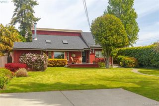 Photo 2: 36 W Maddock Avenue in VICTORIA: SW Tillicum Single Family Detached for sale (Saanich West)  : MLS®# 410544