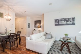 """Photo 10: 301 251 E 7TH Avenue in Vancouver: Mount Pleasant VE Condo for sale in """"The District"""" (Vancouver East)  : MLS®# R2375949"""