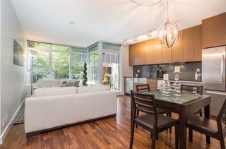 """Photo 2: 301 251 E 7TH Avenue in Vancouver: Mount Pleasant VE Condo for sale in """"The District"""" (Vancouver East)  : MLS®# R2375949"""