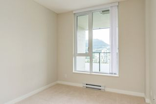 "Photo 10: 2207 3100 WINDSOR Gate in Coquitlam: New Horizons Condo for sale in ""THE LLOYD"" : MLS®# R2379078"