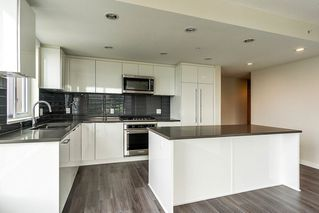 "Photo 4: 2207 3100 WINDSOR Gate in Coquitlam: New Horizons Condo for sale in ""THE LLOYD"" : MLS®# R2379078"
