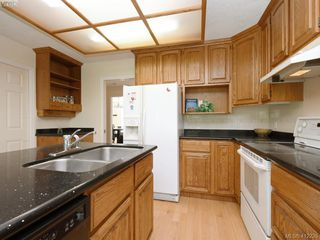 Photo 10: 4540 Pheasantwood Terr in VICTORIA: SE Broadmead House for sale (Saanich East)  : MLS®# 817353