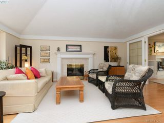 Photo 4: 4540 Pheasantwood Terr in VICTORIA: SE Broadmead House for sale (Saanich East)  : MLS®# 817353