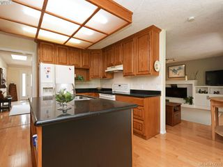 Photo 9: 4540 Pheasantwood Terr in VICTORIA: SE Broadmead House for sale (Saanich East)  : MLS®# 817353