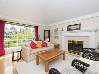 Photo 5: 4540 Pheasantwood Terr in VICTORIA: SE Broadmead House for sale (Saanich East)  : MLS®# 817353