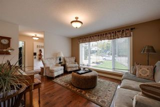 Photo 3: 15132 49 Avenue in Edmonton: Zone 14 House for sale : MLS®# E4175304