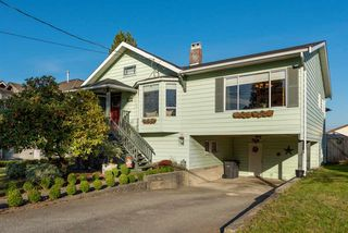 Photo 1: 116 HARVEY Street in New Westminster: The Heights NW House for sale : MLS®# R2412035