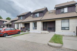 Main Photo: 748 Saddleback Road in Edmonton: Zone 16 Townhouse for sale : MLS®# E4206478