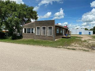Photo 2: 900 Railway Avenue in Elbow: Commercial for sale : MLS®# SK818343