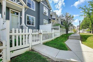 Photo 3: 160 ELGIN Gardens SE in Calgary: McKenzie Towne Row/Townhouse for sale : MLS®# A1017963